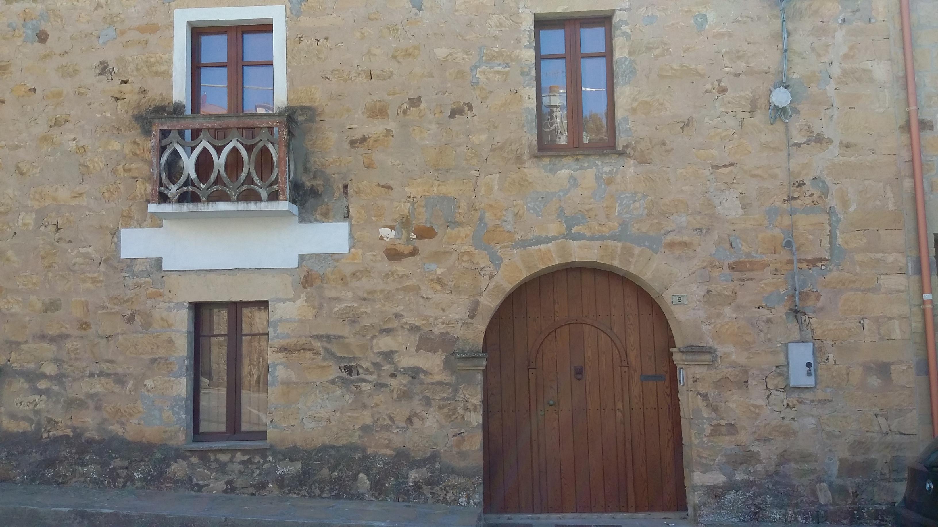 Casa campidanese esempi di infissi falegnameria cau for Esempi di case