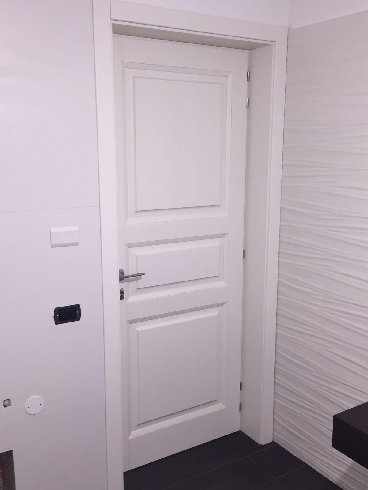 Porte interne in Frassino laccate bianche a poro aperto ...